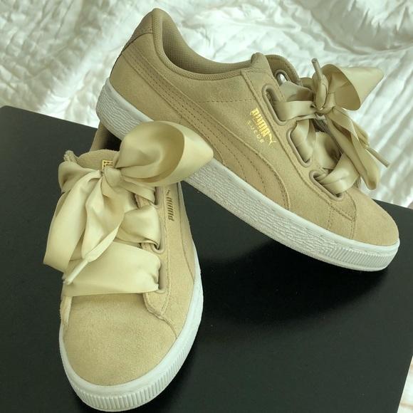 PUMA Suede Heart Sneakers in Safari (size 6.5)